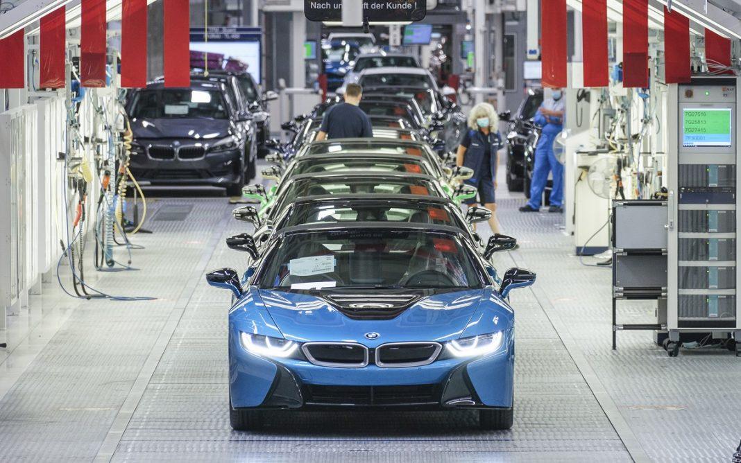 Imagen de los 18 Últimos BMW i8 en la línea de producción
