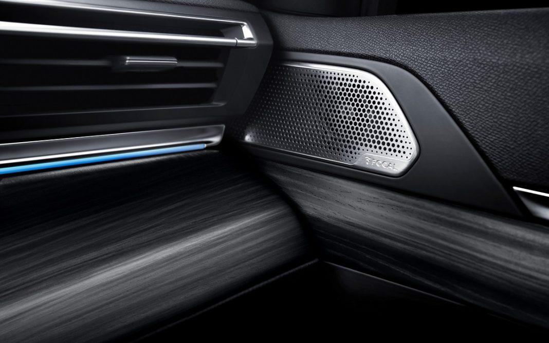 Detalle de altavoz Focal en el Peugeot 508