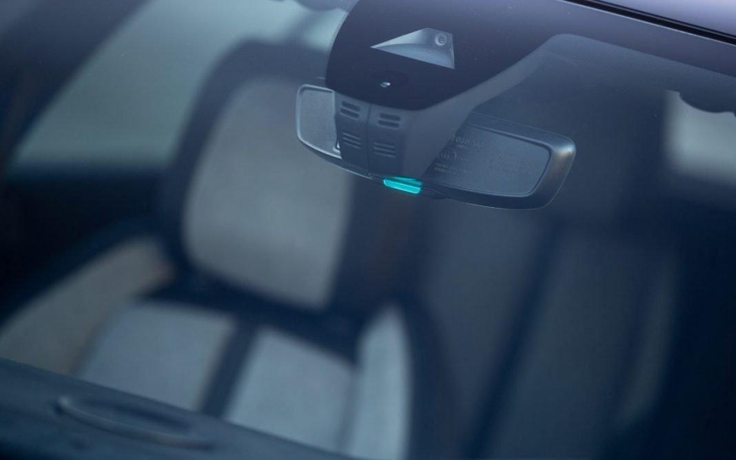 Detalle de la luz testigo 'modo eco' de los Peugeot Hybrid