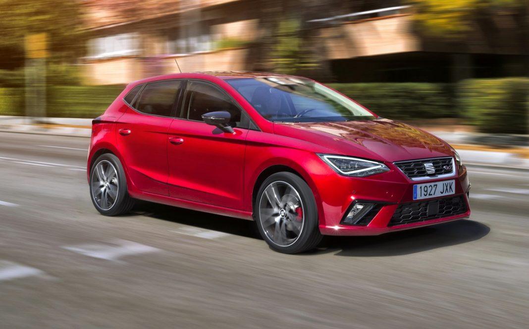 Imagen de un Seat Ibiza rojo en marcha