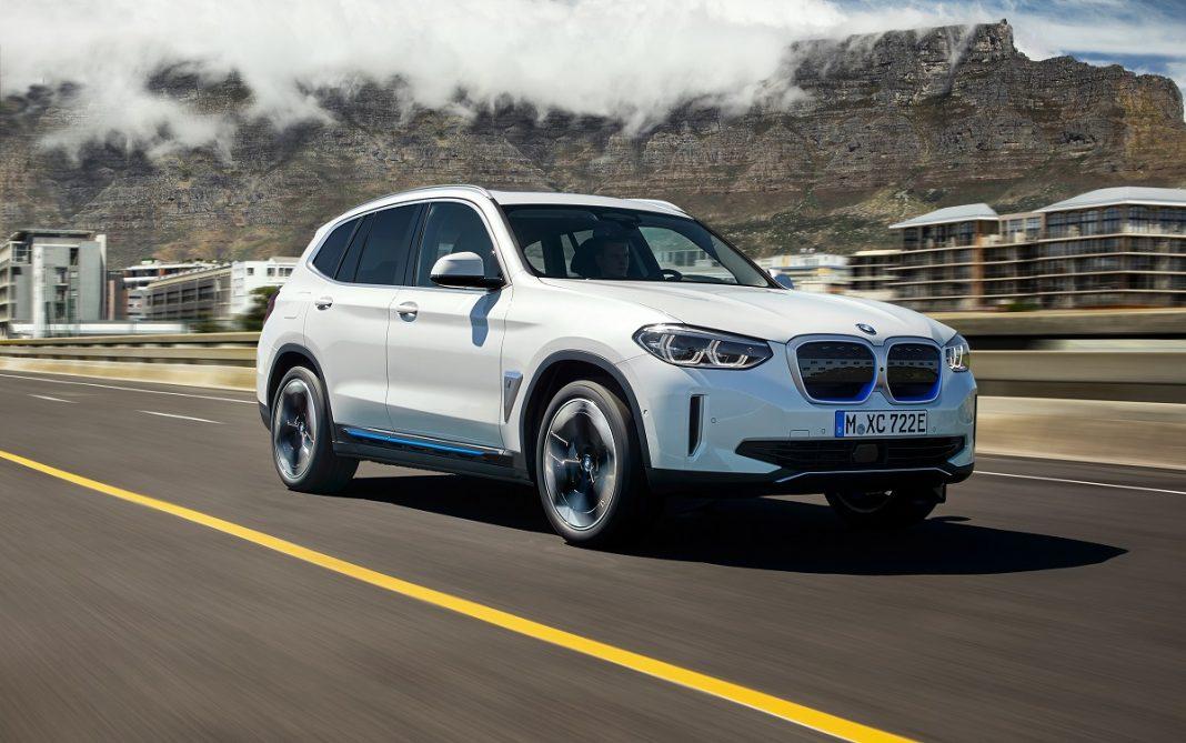 Imagen tres cuartos delantero del BMW iX3
