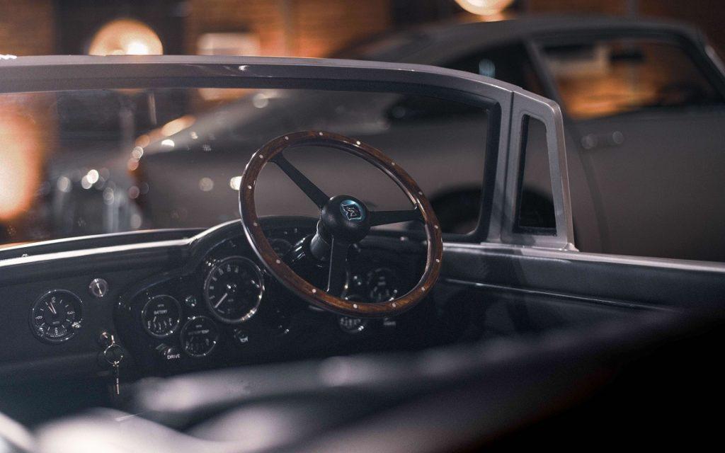 Interior del Aston Martin DB5 Junior