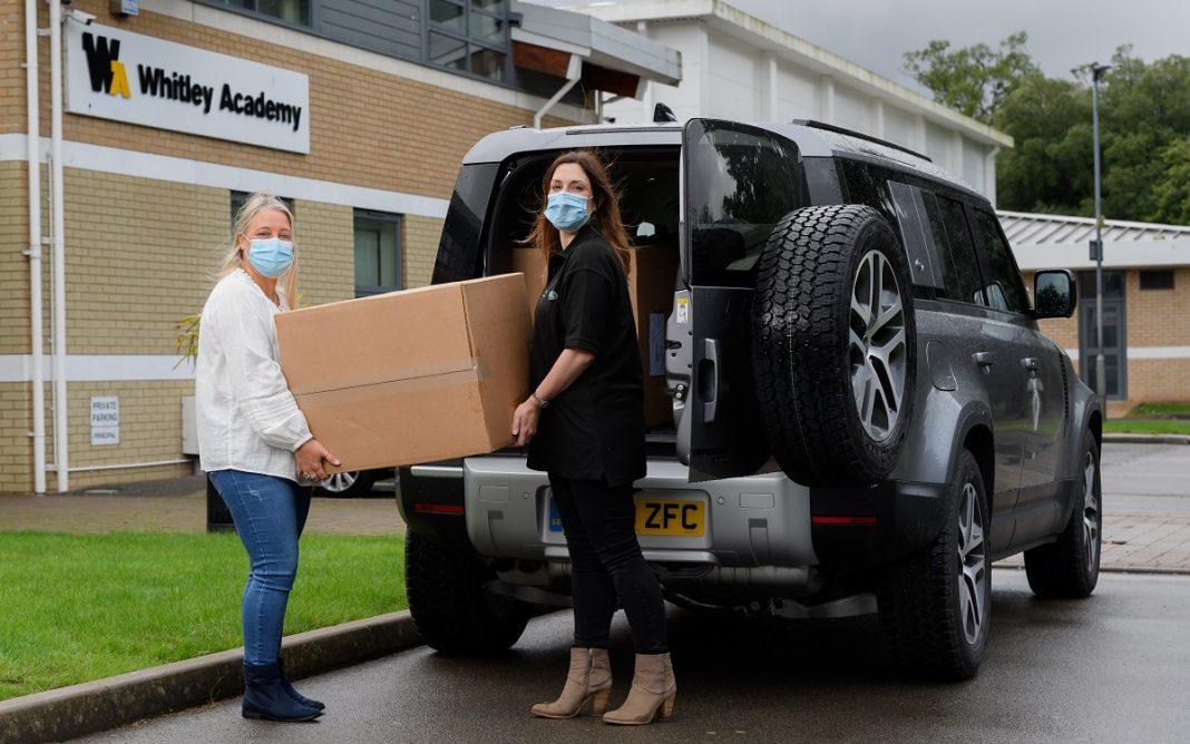 Imagen de la donación a colegios de Jaguar Land-Rover