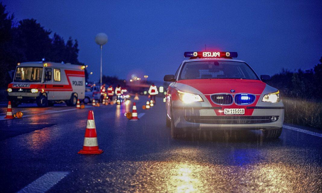 Estafa multa DGT: imagen de un control policial en una carretera