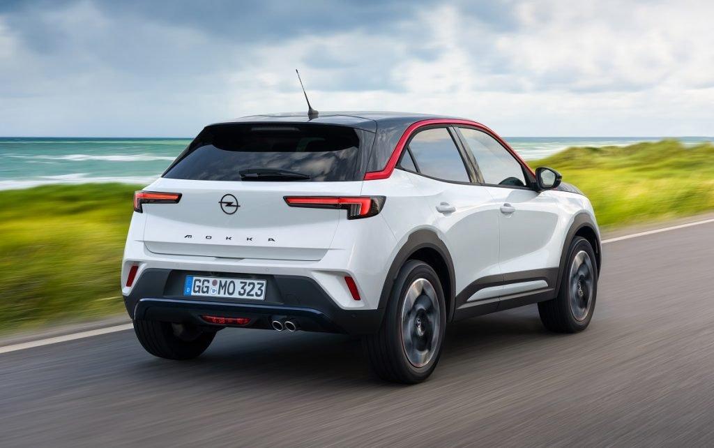 Imagen tres cuartos trasero del nuevo Opel Mokka