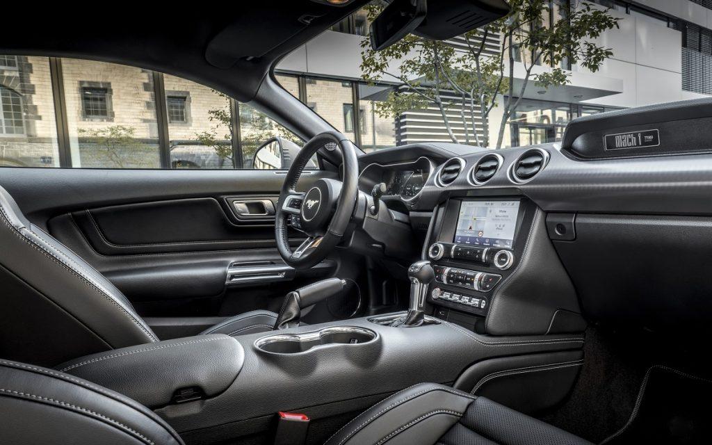 Interior del Ford Mustang Mach-1