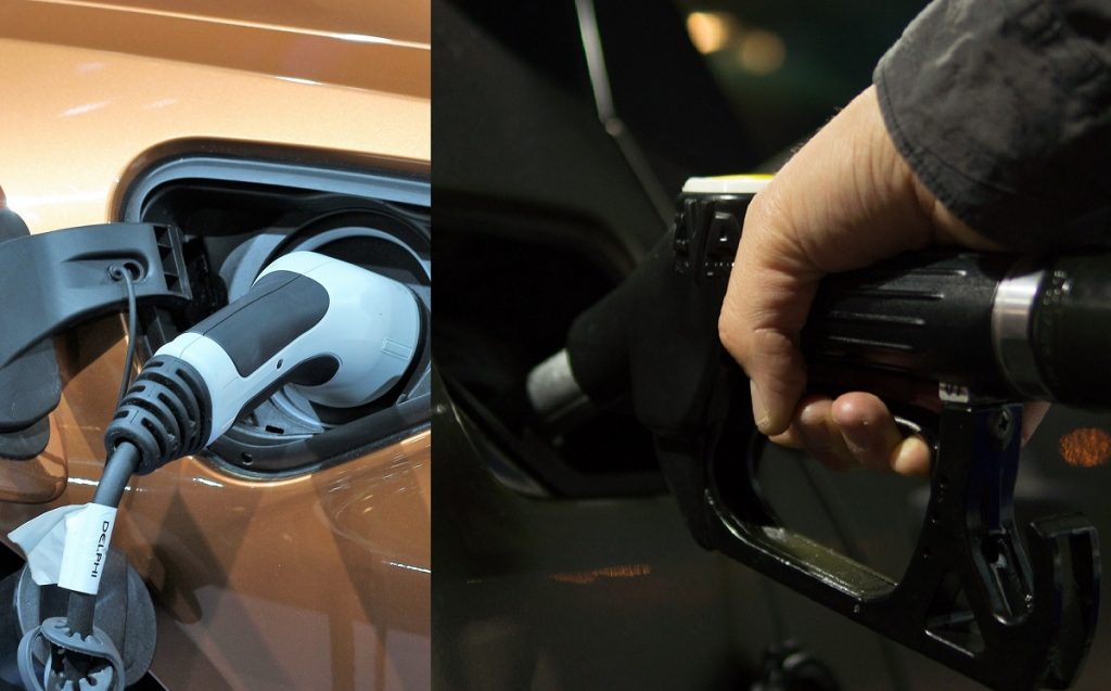 IMagen de un surtidor eléctrico y otro de gasolina