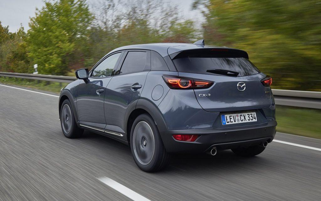 Imagen tres cuartos trasero Mazda CX3 2021