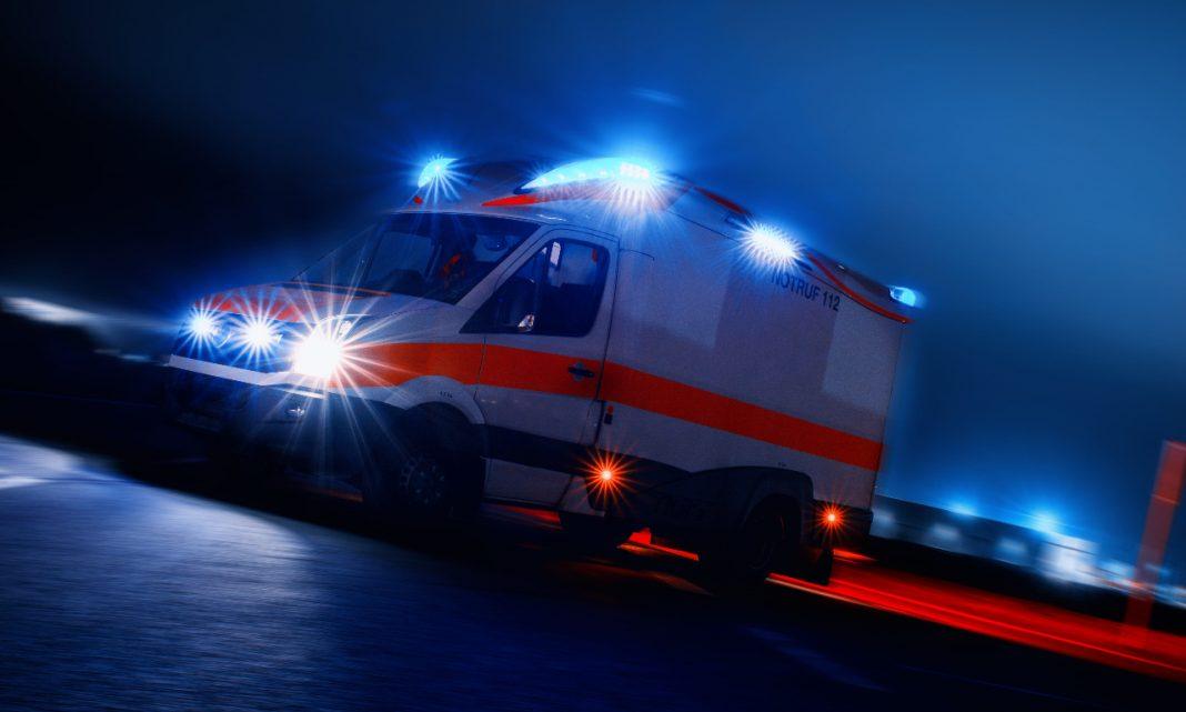Phishing: imagen nocturna de una ambulancia