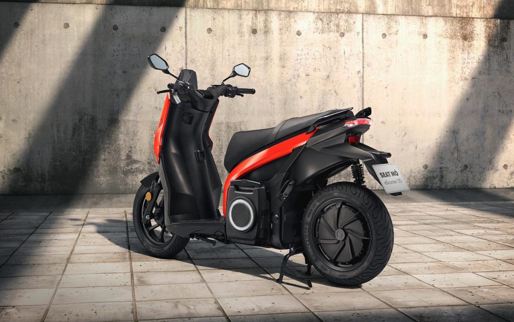 Imagen tres cuartos trasero del Seat Mo escooter