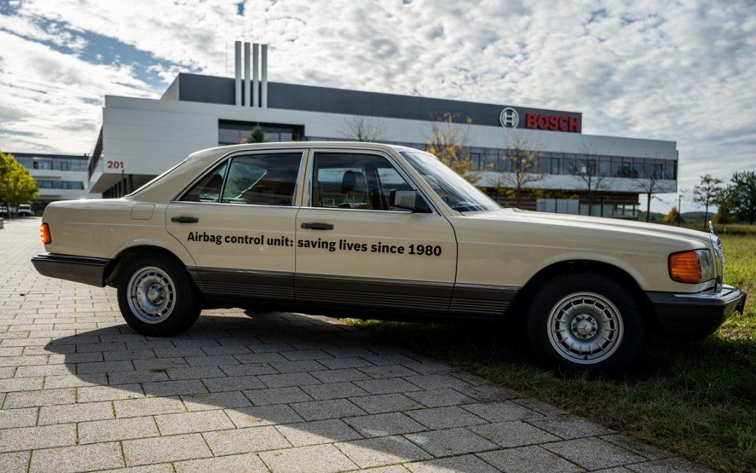 Imagen de un Mercedes clásico equipado con airbag