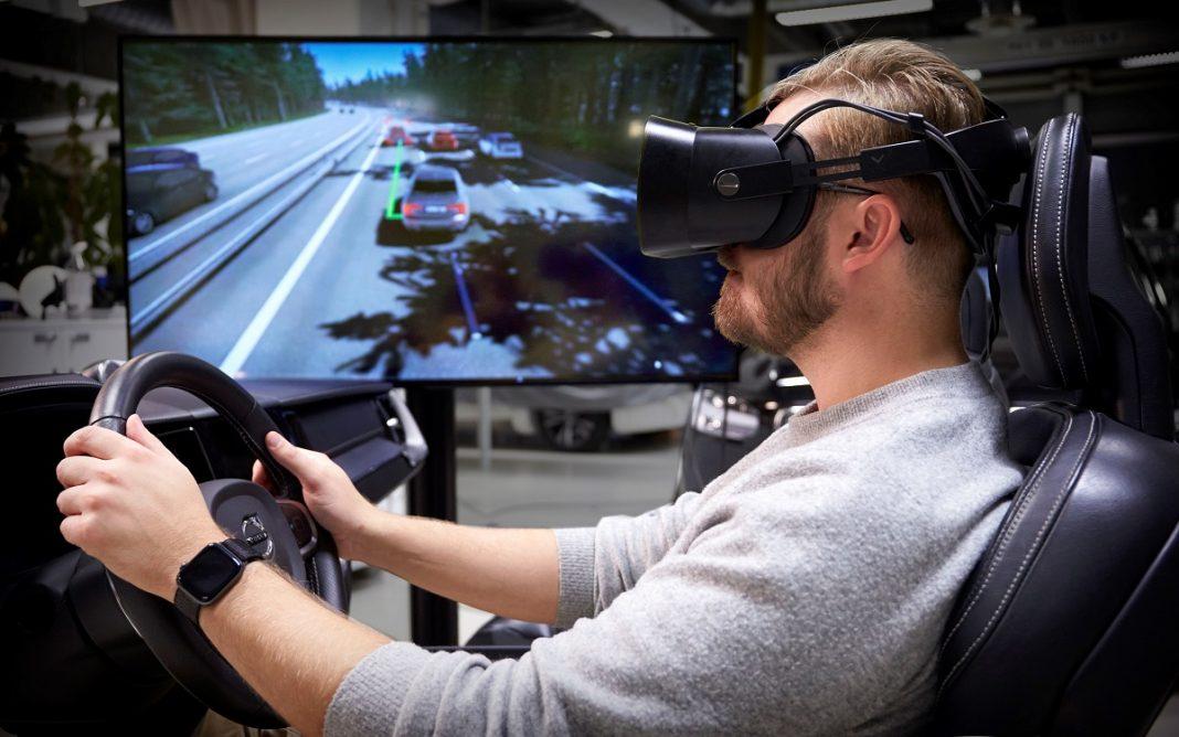 Un ingeniero en el Simulador de Volvo