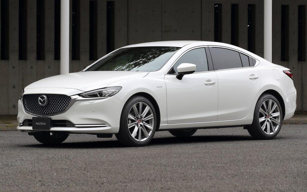 Imagen tres cuartos delantero de un Mazda 3