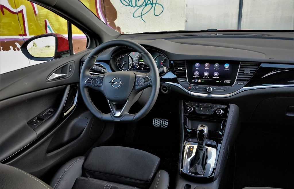 Imagen del salpicadero del Opel Astra