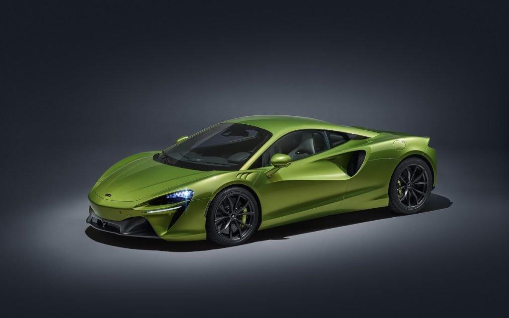 Imagen frontal del McLaren Artura