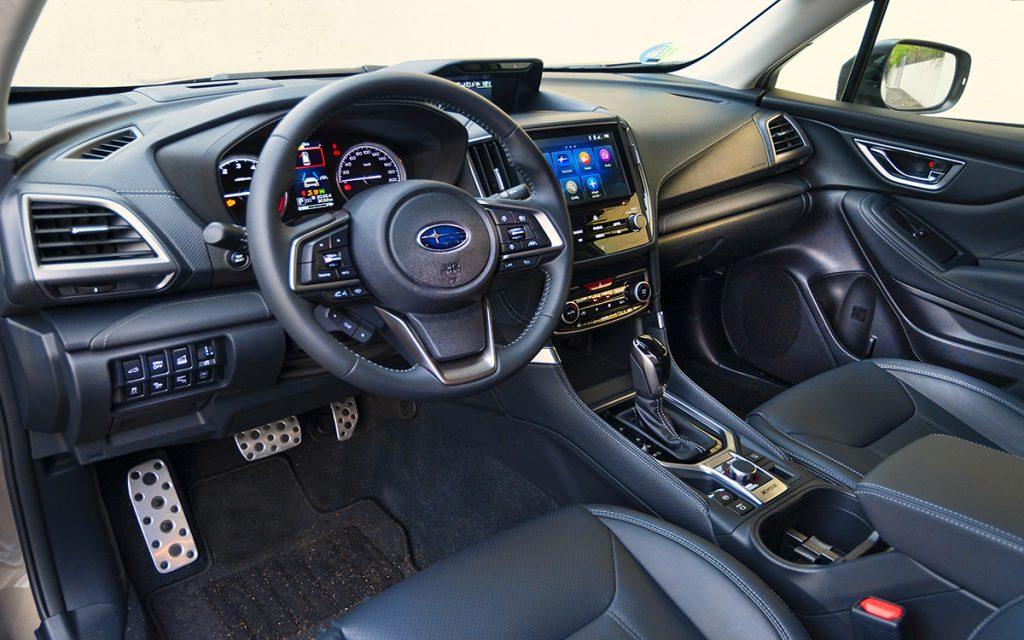 Interior del Subaru Forester Hybrid