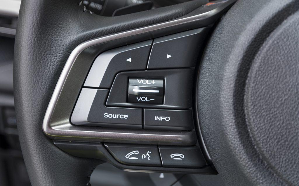 Botones izq volante del Subaru Forester Hybrid