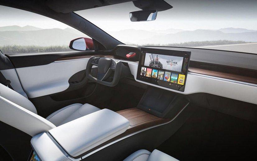 Tesla Model S Plaid interior panorámica