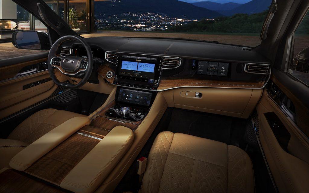 Interior del Jeep Grand Wagoneer