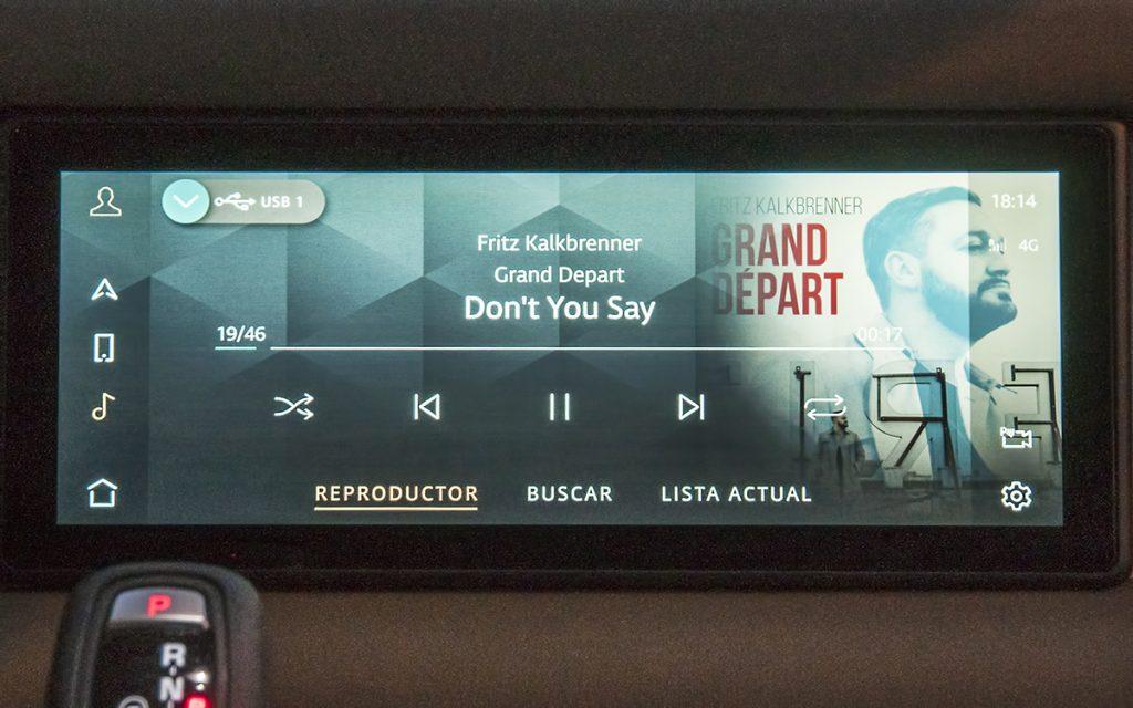 Reproducción de música en el Land Rover Defender