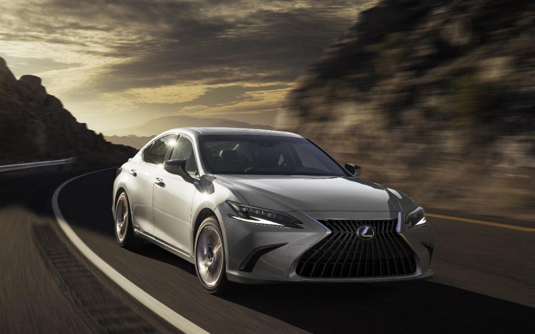 Imagen frontal del Lexus ES