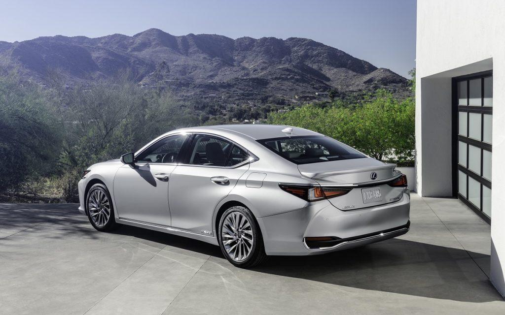 Imagen posterior del Lexus ES