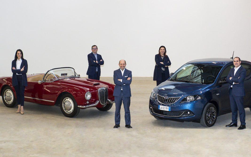 Imagen de Luca Napolitano y el equipo directivo de Lancia