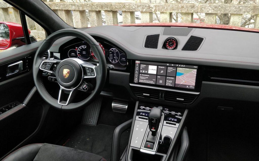Interior del Porsche Cayenne GTS