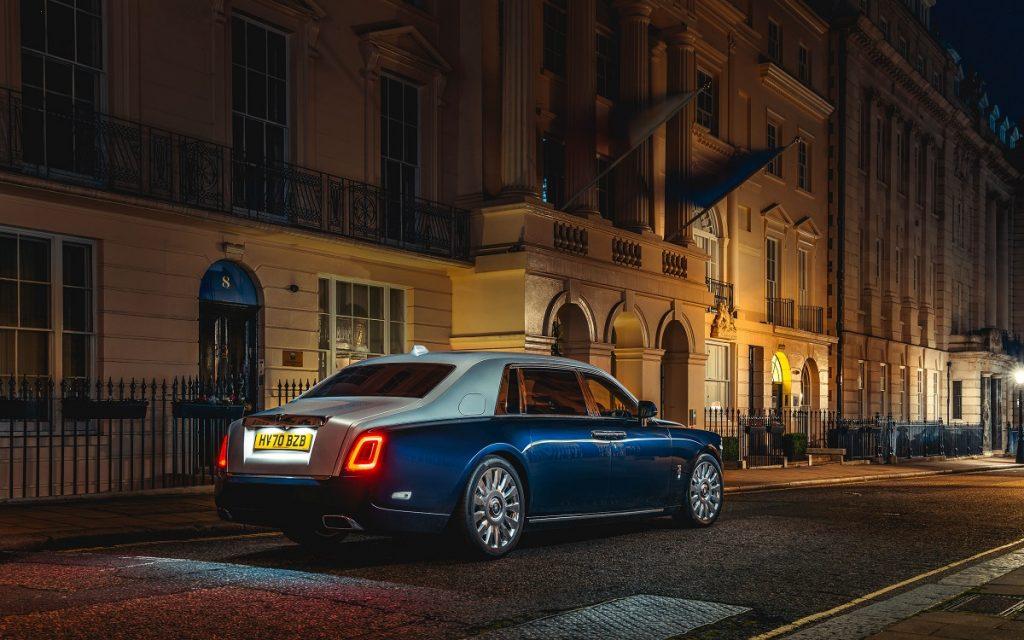 Imagen de un Rolls-Royce Phantom LWB con la opción Rolls-Royce Privacy Suite