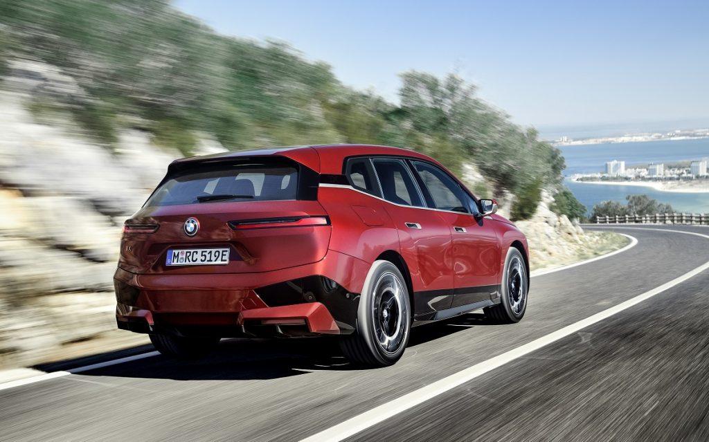 Imagen tres cuartos trasero del BMW ix