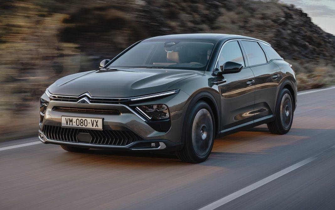 Imagen tres cuartos delantero nuevo Citroën C5 X