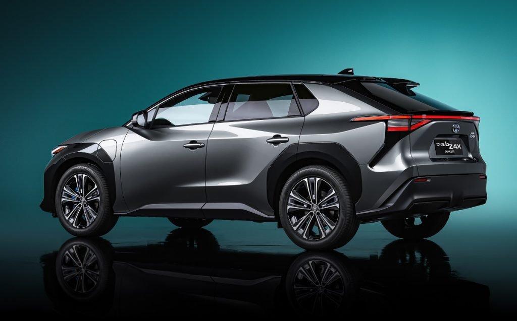 Imagen del nuevo Toyota bz4x tres cuartos trasero