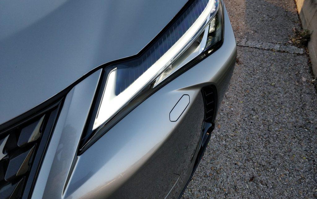 Detalle exterior Lexus UX 250h