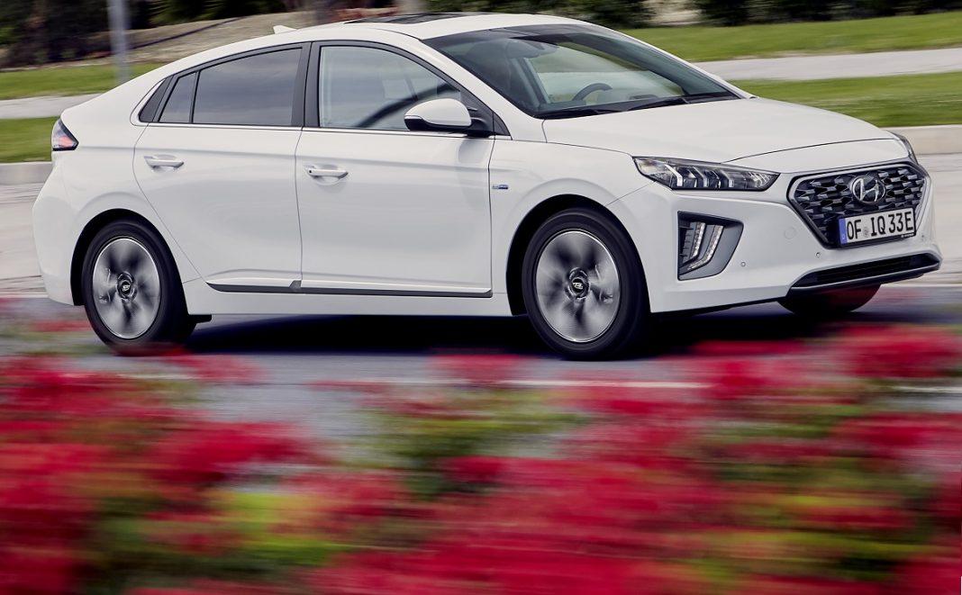 Imagen tres cuartos delantero Hyundai Ioniq