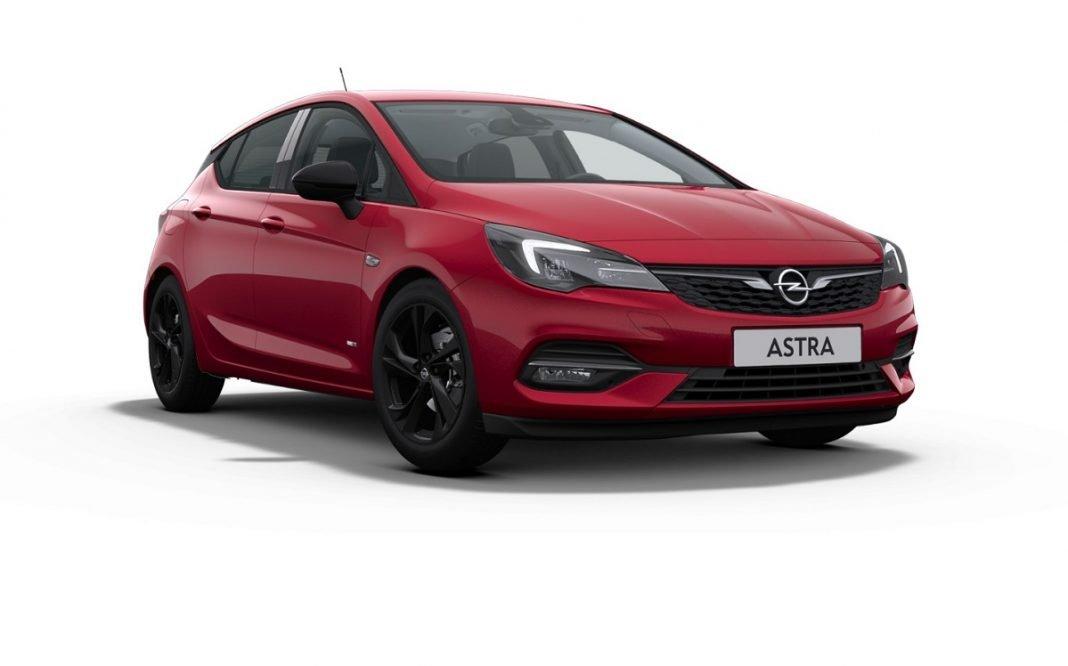 Imagen de un Opel Astra rojo