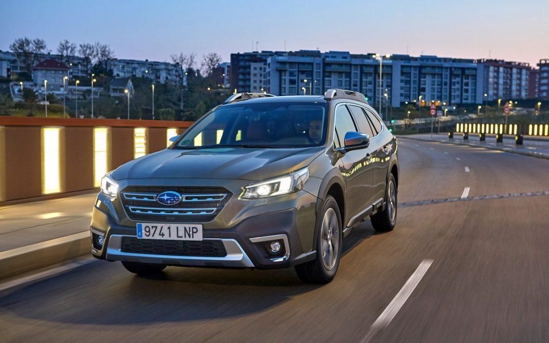 Imagen frontal del Subaru Outback 2021