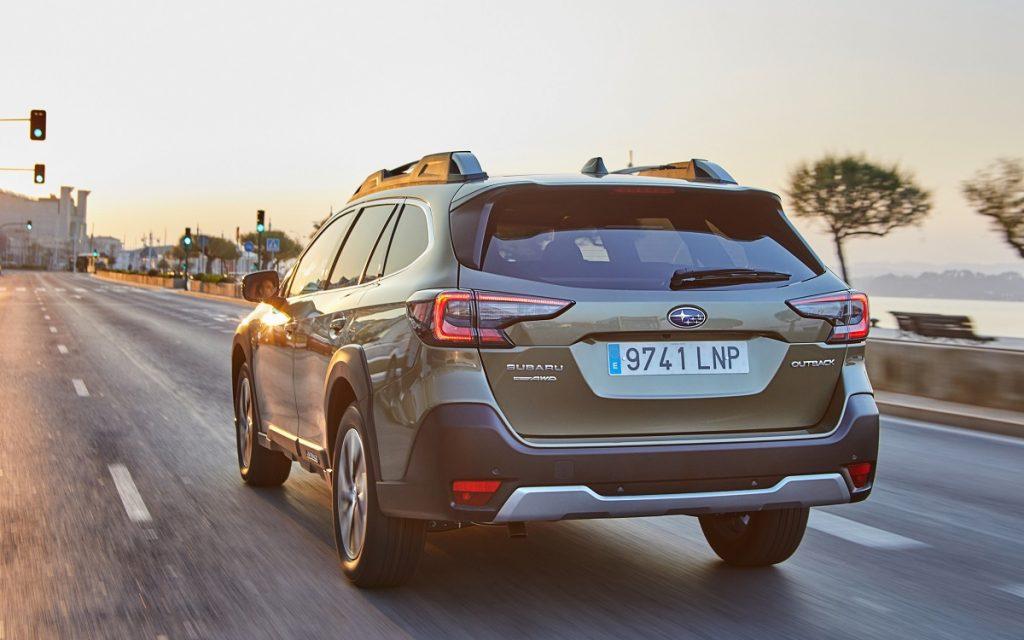 Imagen posterior del Subaru Outback 2021