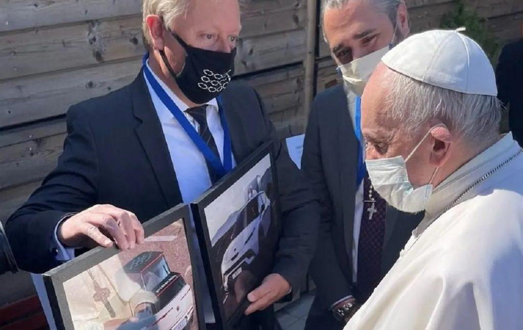 Imagen del Fisker para el Papa