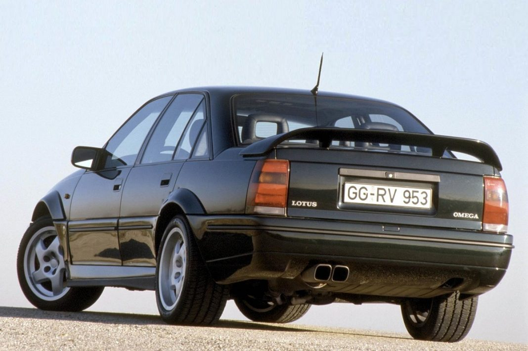 Imagen del Opel Lotus Omega tres cuartos delantero
