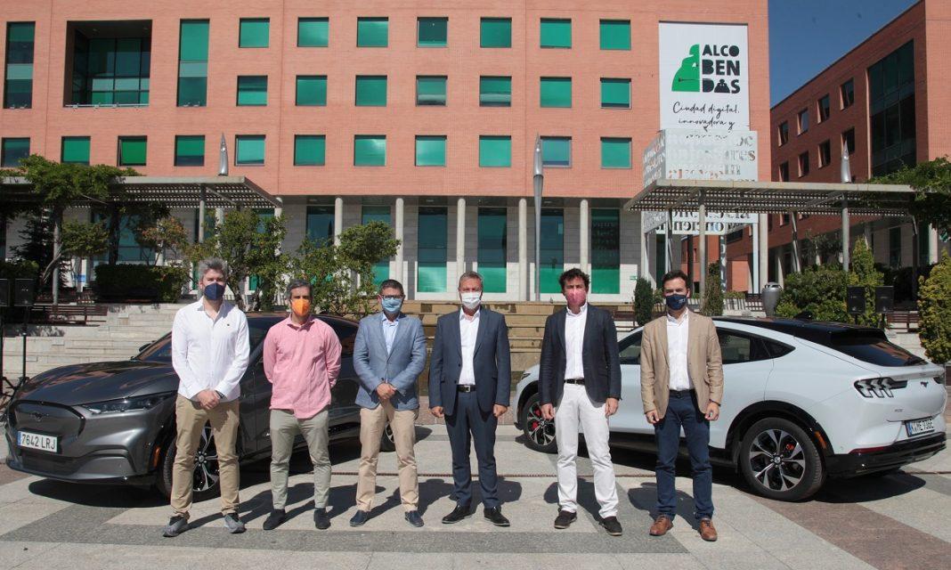 Imagen de representantes de Ford España y el Ayuntamiento de Alcobendas