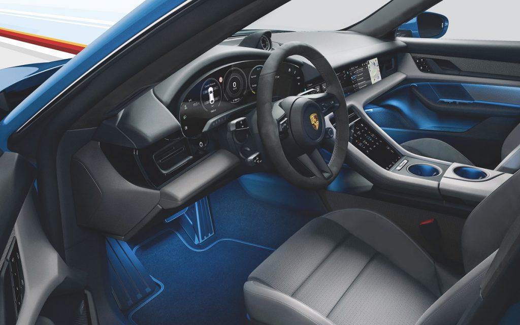 Interior del Porsche Taycan Cross Turismo