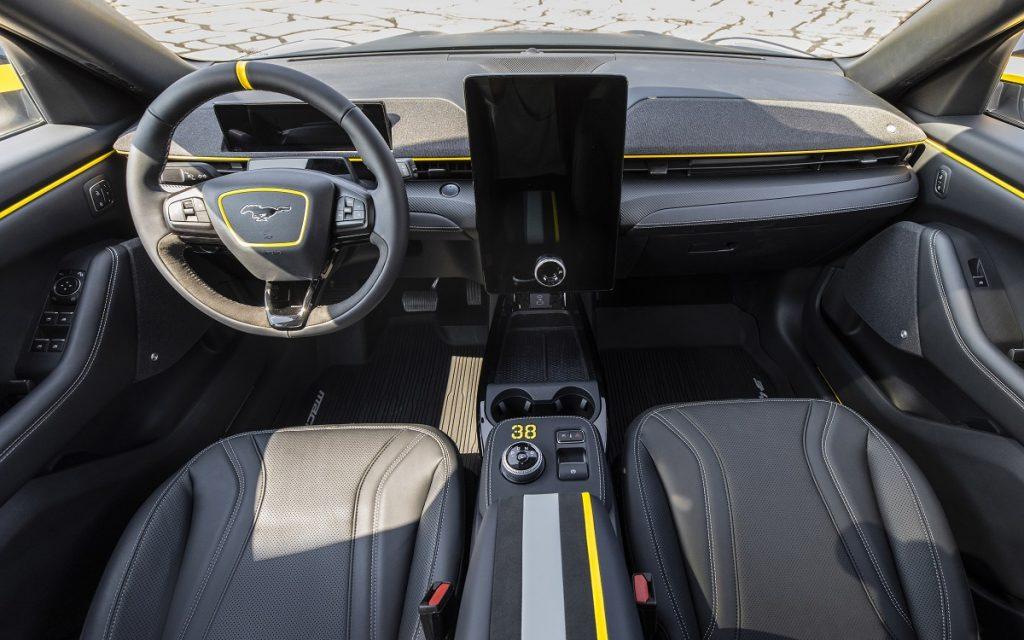 Imagen interior del Ford Mustan Mach E personalizado