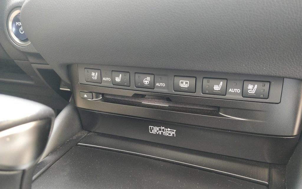 detalles equipo de sonido Lexus