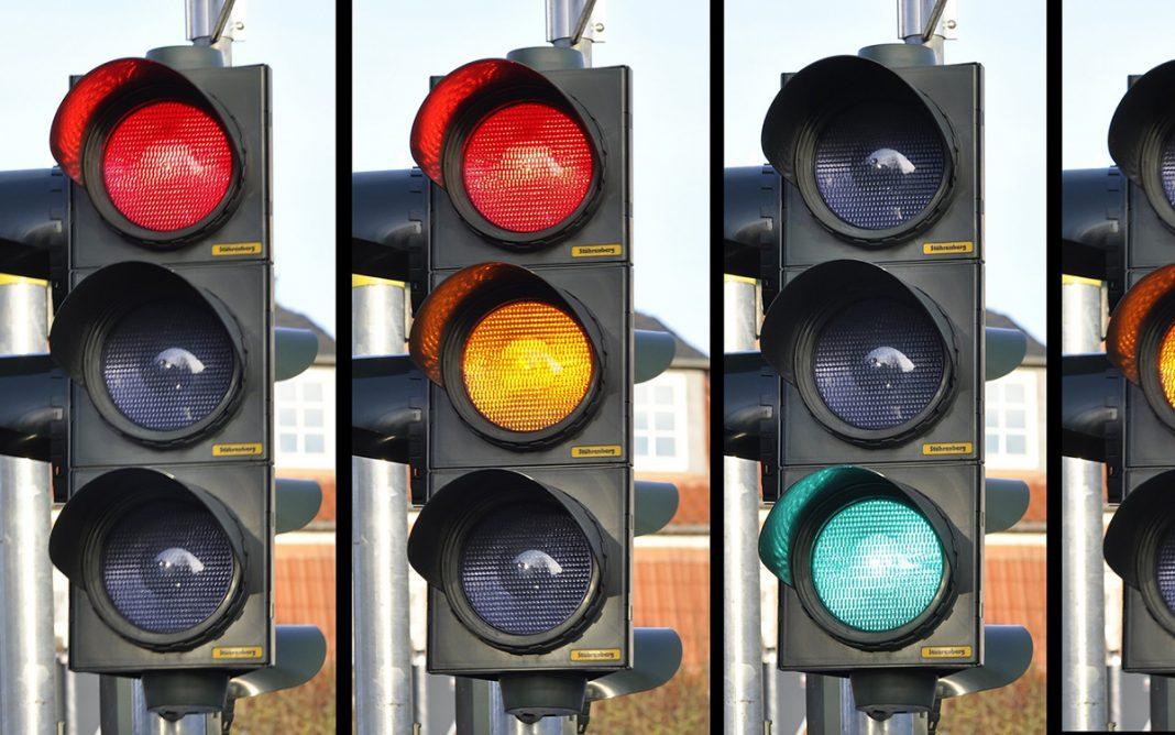 Semáforos rojo ámbar verde