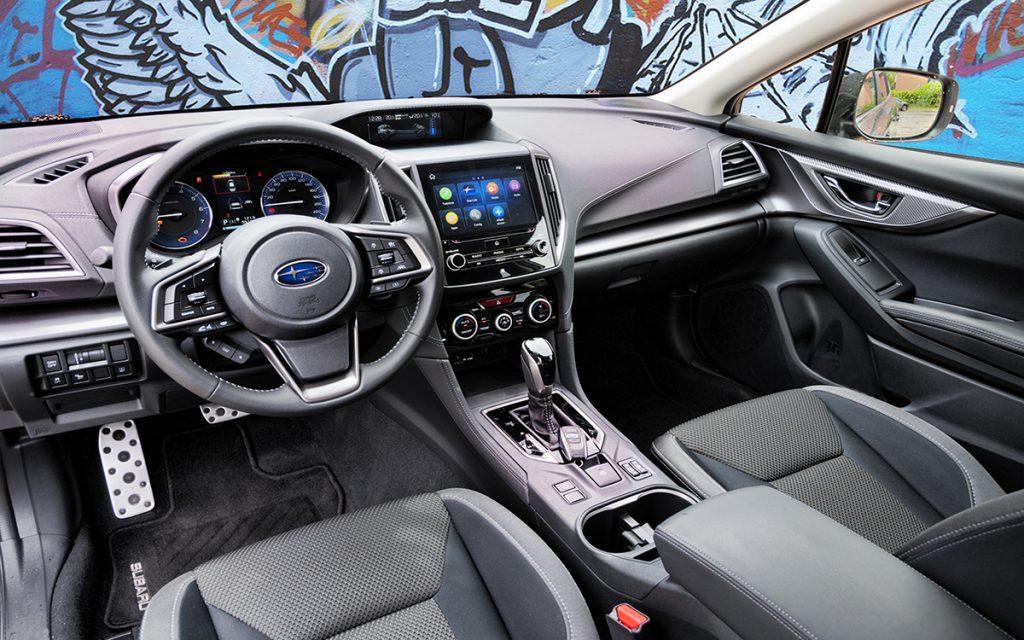Interior del Subaru Impreza Hybrid