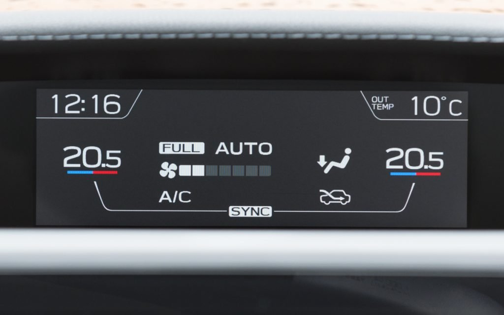 Climatización en pantalla del Subaru Impreza Hybrid
